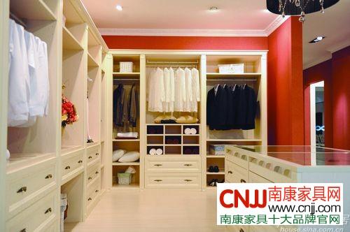 女士衣柜可多分几个层次(图:联邦高登欧式橡木衣帽间)