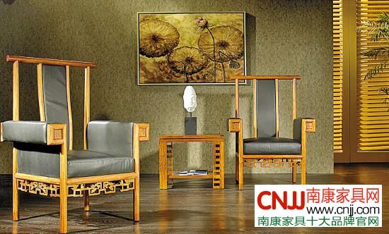 (2)从结构连接件的改进解决脱榫,开榫的问题。众所周知,中国传统家具是以榫卯结构为主,它是早期实木家具的精髓所在。它在保证实木家具造型美观与加工相对容易的基础上,凭借独特的形式和足够的结合强度达到了木与木之间的结合。正因如此,在现代实木家具上,我们还常常能看到榫卯的影子。如抽屉的面板与侧板之间往往采用多个燕尾榫结合,以增加制品的强度,而圆榫的结合主要是提供高制品的强度和防止连接家具部件之间的扭动。然而在当今时代,对于榫卯结构的使用,更多是整套家具都使用榫卯连接,为人们生活带来许多不便。由于榫卯结构是一种固